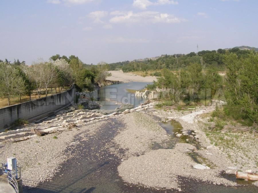Malore per un bagno nel fiume salvato e poi denunciato canale di
